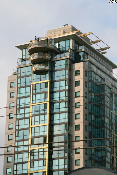 The Lions (1999) (31 floors) (1331 Alberni St.). Vancouver, BC. Architect: IBI Group.