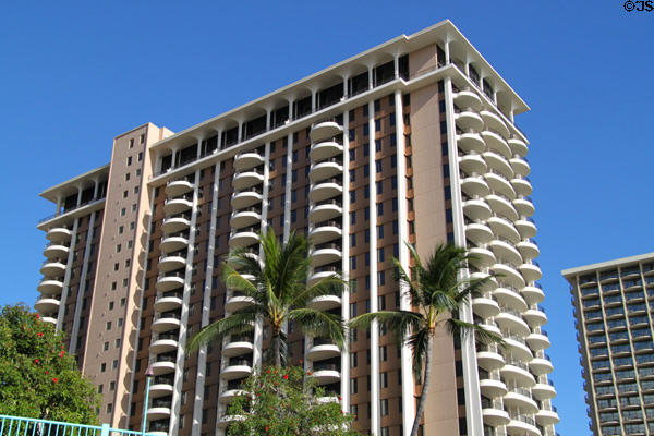 Grand Waikikian Lagoon Tower at Hilton Hawaiian Village (1967) (25 floors) (2003 Kalia Road). Waikiki, HI. Architect: Bauer, Mori & Lum.