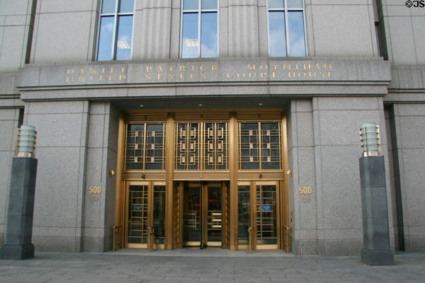 Daniel Patrick Moynihan United States Court House entrance (2000) (500 Pearl St.). New York, NY.